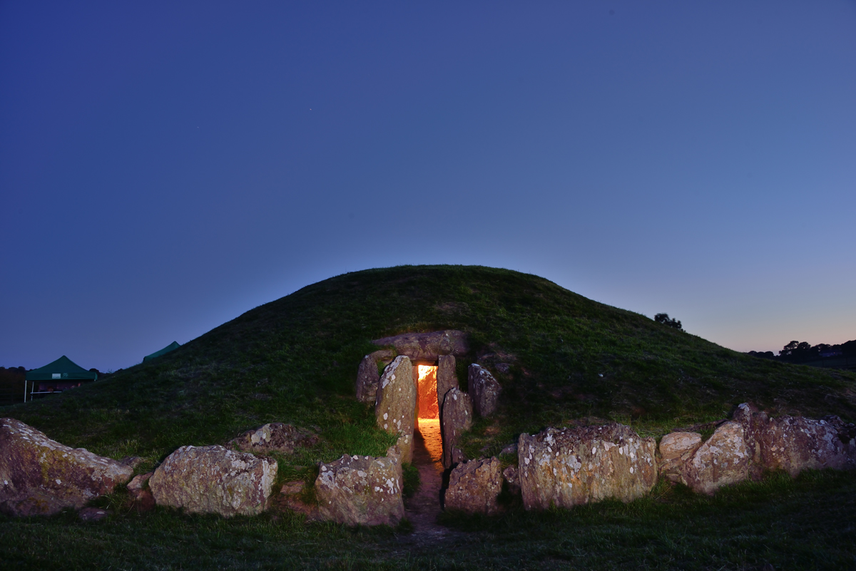 Minecraft world Bryn Celli Ddu virtual tour prehistoric landscape Anglesey's archaeologists archaeology